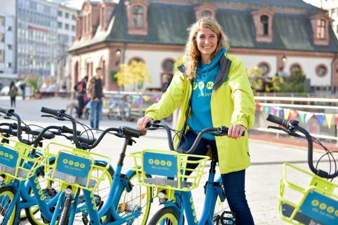 Byke-Gründerin Julia Boss beim Frankfurt-Start auf der Hauptwache