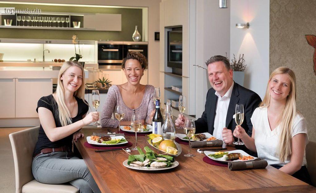 Guten Appetit! Annika John (Top Magazin), Dominique Siassia, Manfred Amrhein (Poggenpohl) und Johanna Müdicken (Top Magazin)