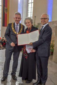 OB Peter Feldmann, Preisträgerin Margaret Atwood und Heinrich Riethmüller, Vorstand des Börsenvereins (Foto Werner Gabriel)