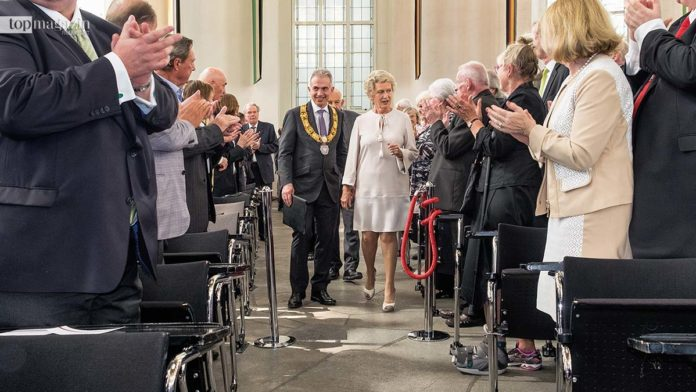 Spalier stehen für die Grande Dame der Frankfurter Politik - Petra Roth