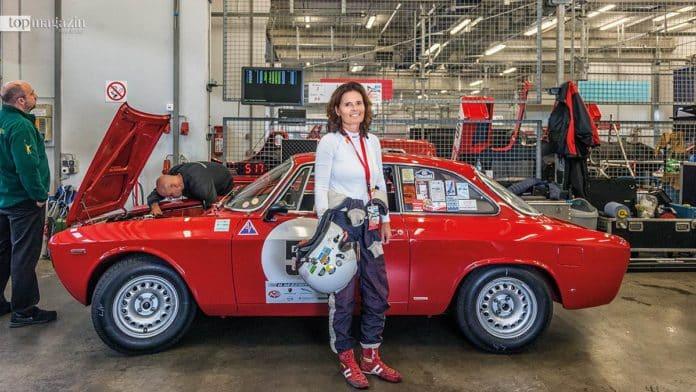 Nicola Charlotte Gräfin von Dönhoff mit ihrem Alfa Romeo Giula Sprint GTA
