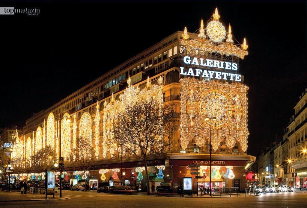 Die Galeries Lafayette in Paris bei Nacht