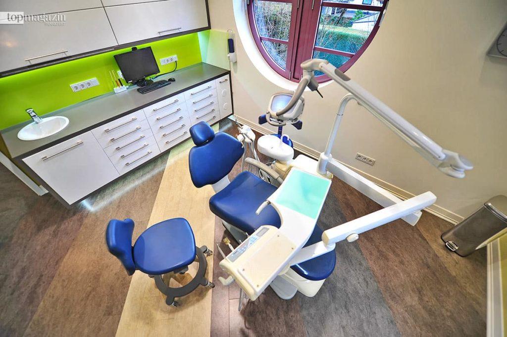 Dr. Dusan Barac bietet in seiner Praxis dent.smile Betäubungen per Hypnose an.