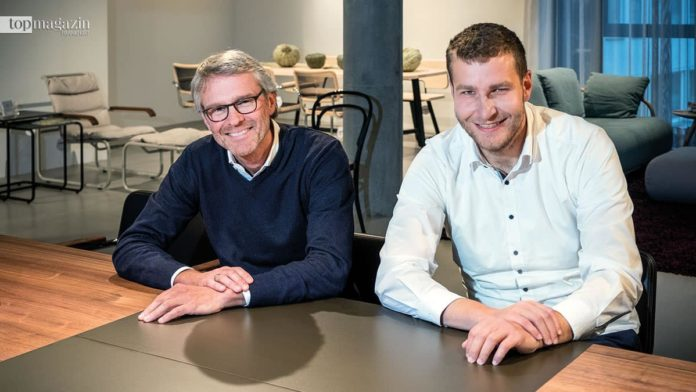 Norbert Ruf, Kreativdirektor von Thonet, mit Showroom-Manager David Petri