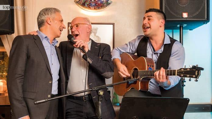 Brighella-Inhaber Leo Caporale, Weinhändler Guido Giovo und Gitarrist Angelo Vella singen ein Ständchen.