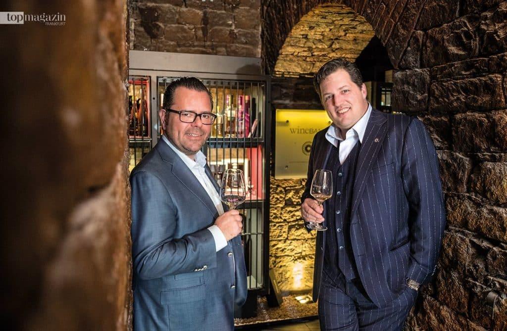 Carlos Schönig und Jean-Pierre Berlejung im Gewölbekeller der Wine Bank