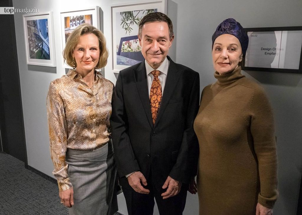 Petra Becker (International Art Bridge) mit dem Generalkonsul der Schweiz Dr. Urs Hammer und dessen Ehefrau Raffaela Zenoni