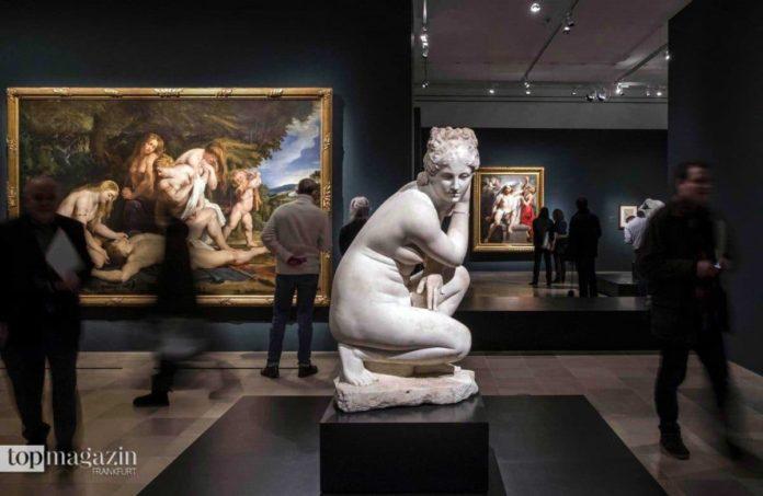 Die antike römische Skulptur einer kauernden Venus diente als Vorbild für die Liebesgöttin in seinem Werk 'Venus um Adonis trauernd' (im Hintergrund zu sehen). (2)