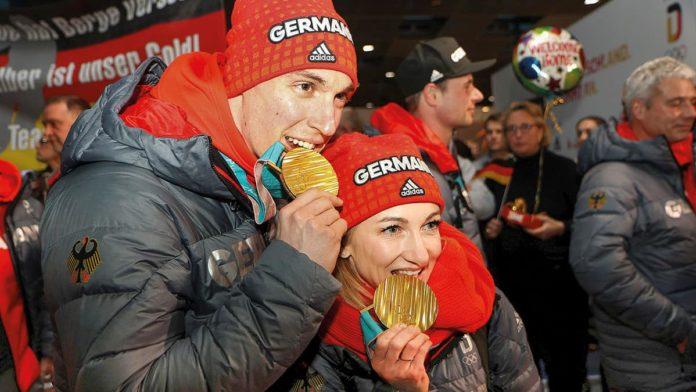 Die Eiskunstlauf-Olympiasieger Bruno Massot und Aljona Savchenko