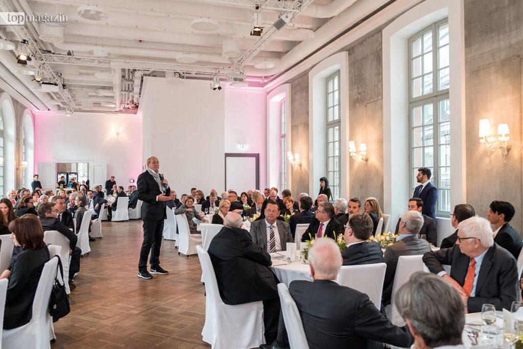 Eintracht-Präsident Peter Fischer bei seiner Laudatio während des inoffziellen Teils