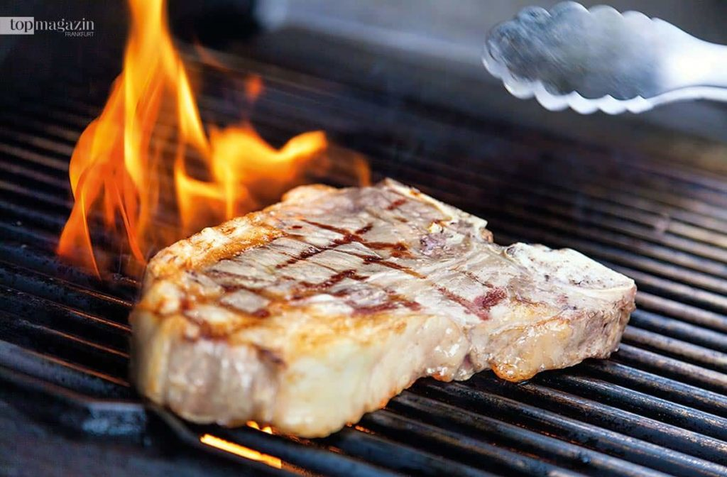 Wichtig beim Grillen - der Rost muss richtig heiß sein.