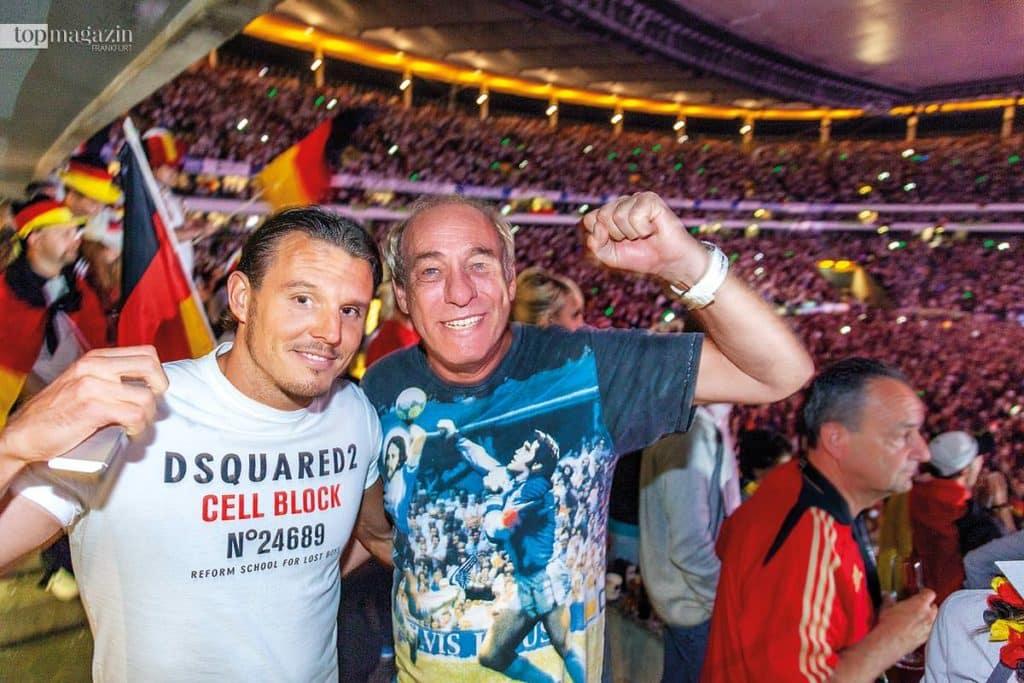 Fußballgott Alex Meier und Eintracht-Präsident Peter Fischer feiern den vierten WM-Sieg Deutschlands.