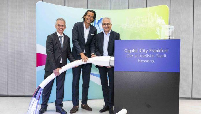 Startschuss für die Gigabit-City Peter Feldmann, Unitymedia CEO Lutz Schüler und Hessens Wirtschaftsminister Tarek Al-Wazir