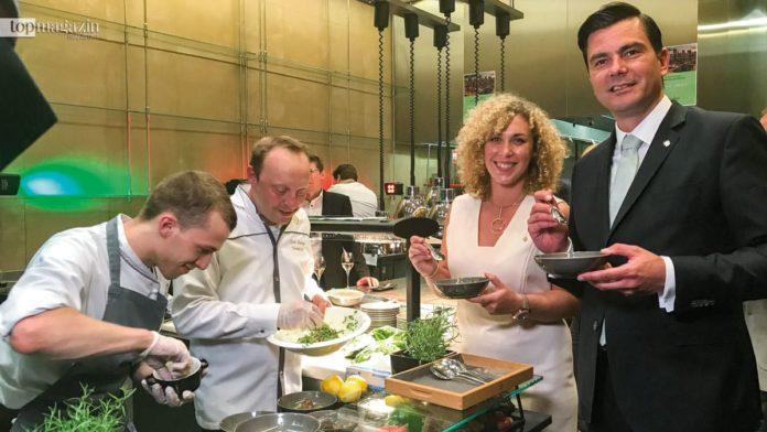 Die Küchenchefs Nils Levent- Grün und Frank Hartung mit Juliette Schwartz und Jumeirah Hoteldirektor Stefan Winkler