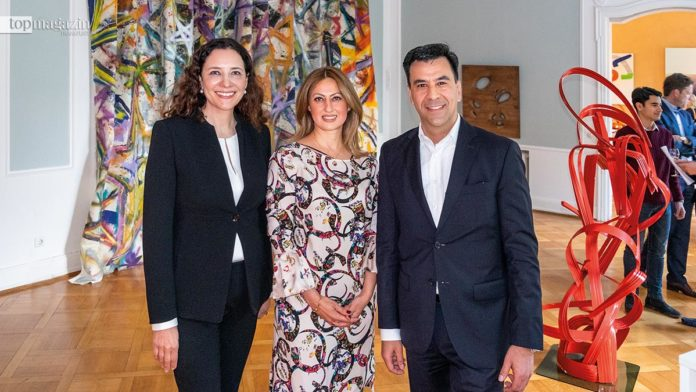 Dr. Ruth Polleit Riechert (RPR Art) mit Hausherrin Marjan Golchin Nik (Villa Adelheidswert) und Georg Petras (Engel & Völkers Hochtaunus)