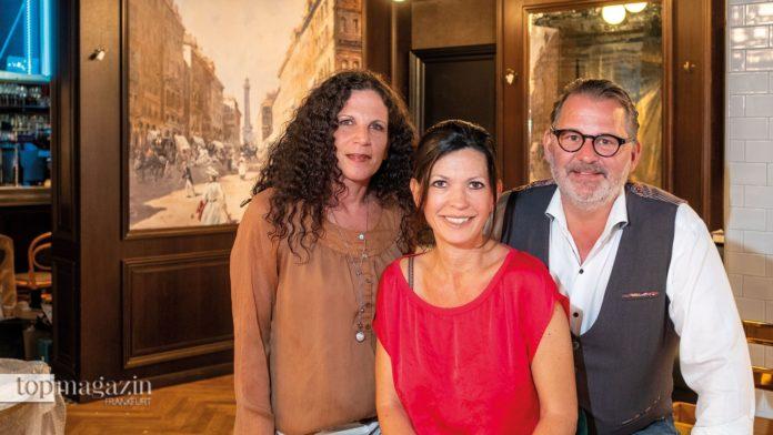 Betriebsleiterin Claudia Lüttig mit den Betreibern Daniela Schwarz und Hans-Jürgen Laumeister