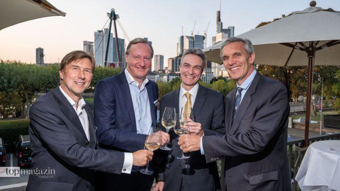 Die Capitell-Vorstände Dieter Helmle, Wolfgang Krappe und Markus Korfmacher mit dem Vorstandsvorsitzenden der Frankfurter Rudergesellschaft Stephan Bub