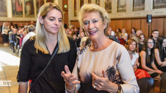 FFC-Legende Nia Künzer mit Frankfurts Oberbürgermeisterin a.D. Dr. h.c. Petra Roth