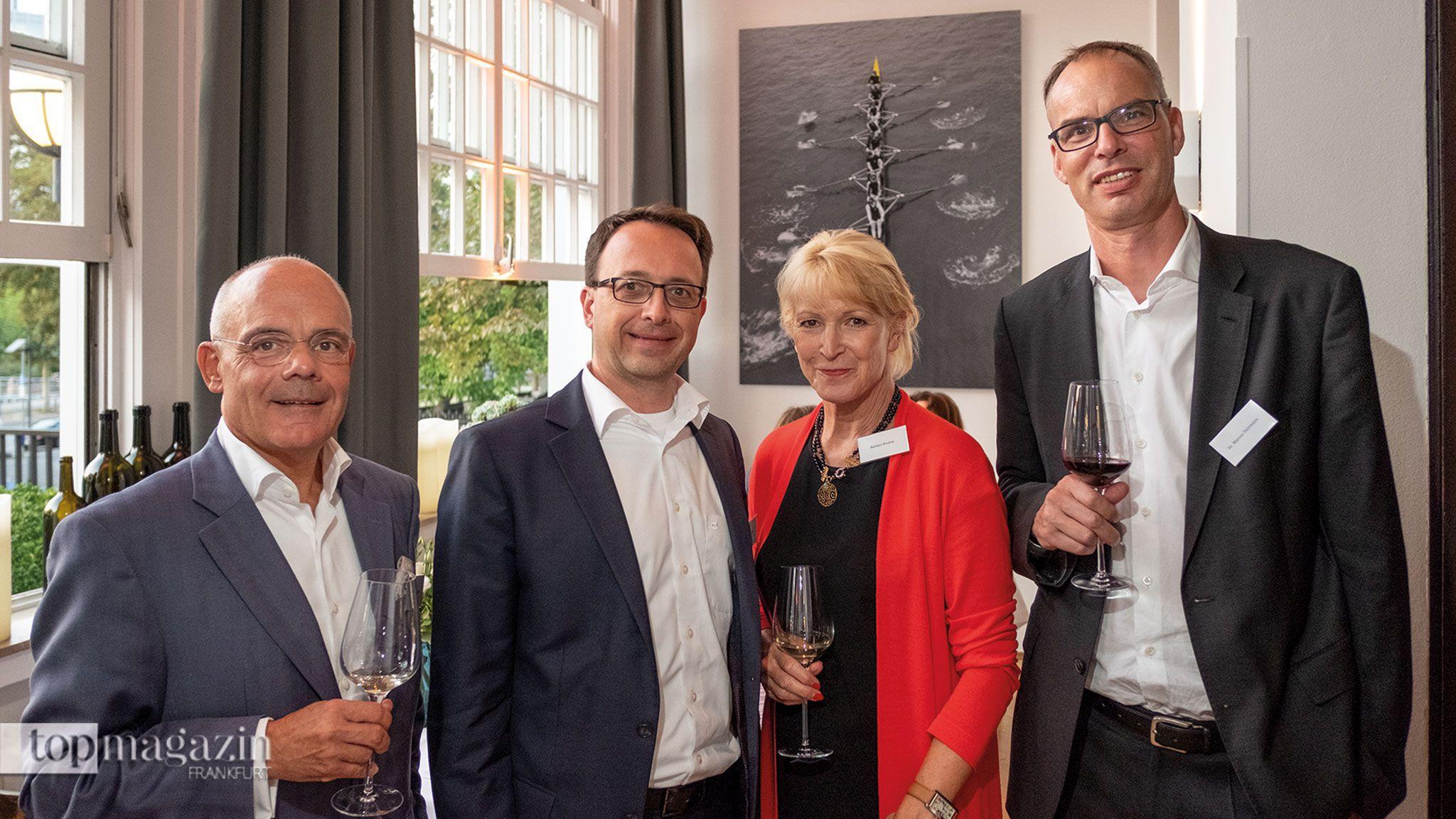 Genießen die Atmosphäre im traditionsreichen Ruderclub Germania Die Gäste Thomas Etzel, Heiko Weber, Barbara Brosius und Dr. Marcus Herrmann