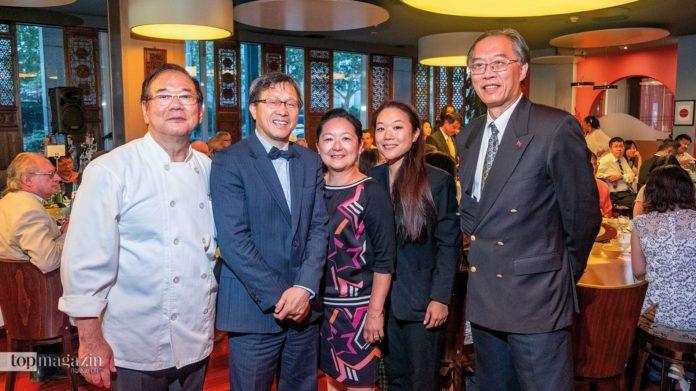 Inhaber Som Zei Lin, Taiwans Repräsentant Prof. Dr. Jhy-Wey Shieh, Nan Lee Lin, Restaurant-Managerin Yin Ting Lin und der Generaldirektor der Taipeh Vertretung Chih-Chung Chen