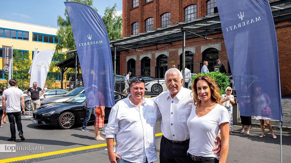 Udo Kandel (Autohaus Tridente) mit Herbert Schmitz und Esther Iplikci