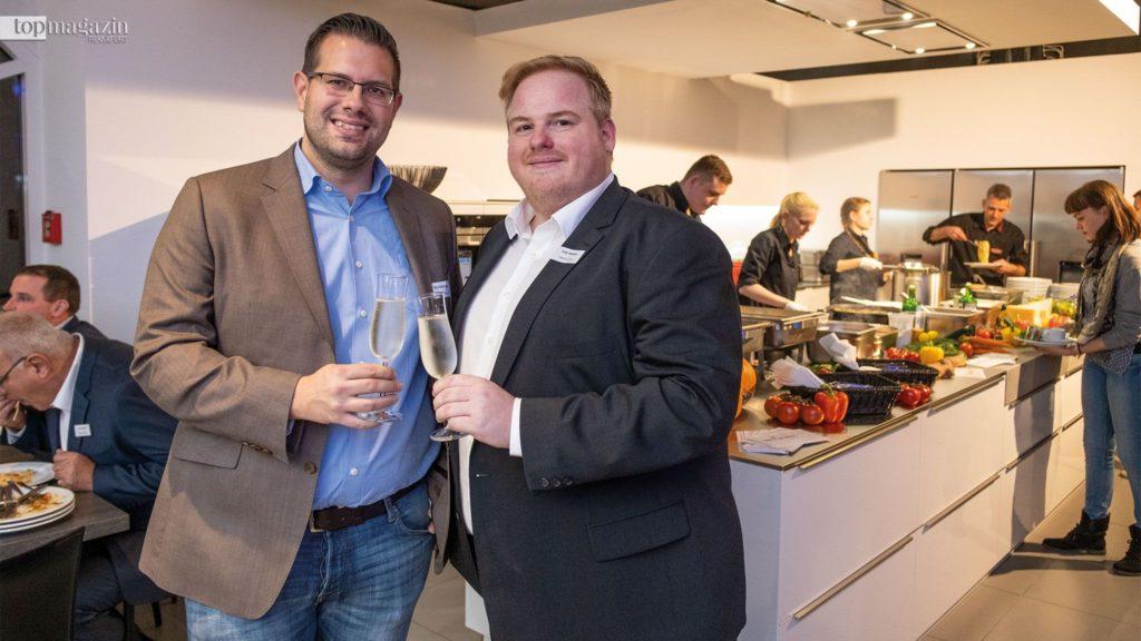 Bernd Haffenberger (Rewe) und Küchenstudio-Inhaber Andy Hebeisen