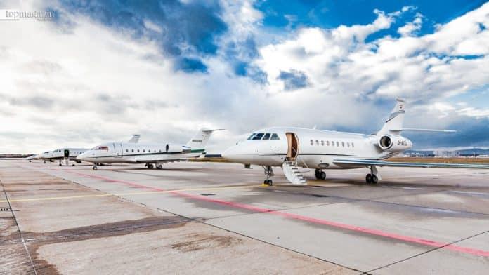 Für diejenigen, die sich mehr Luxus wünschen, bieten die Privatflieger eine Alternative zum Massenverkehr