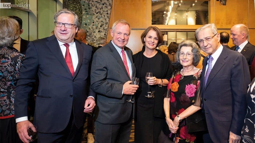Henry Faktor, Staatsminister a. D. Dr. h.c. Udo Corts (DVAG) mit Frau Silvia, Maruscha Korn und ihr Ehemann Salomon Korn, ehemaliger Vizepräsident des Zentralrats der Juden in Deutschland