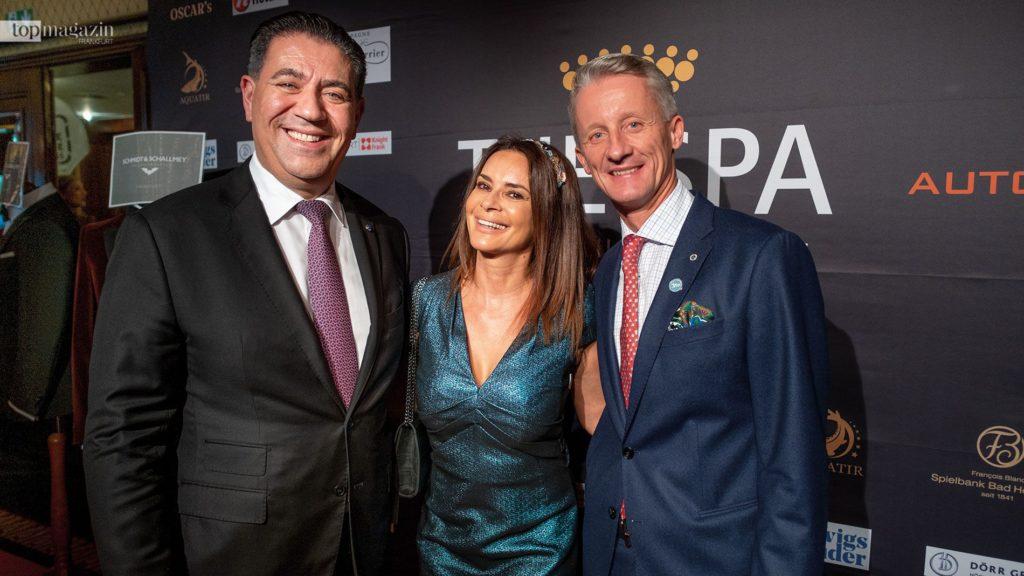 Hoteldirektor Spiridon Sarantopoulos mit Gitta Saxx und Kai H. Gehrmann (Vice President - Deutsche Hospitality)