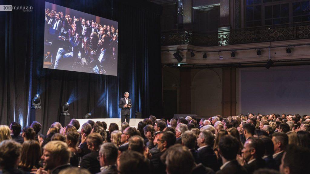 TV-Moderator und Conférencier Michael Abdollahi begrüßte rund 450 Gäste im Gesellschaftshaus Palmengarten