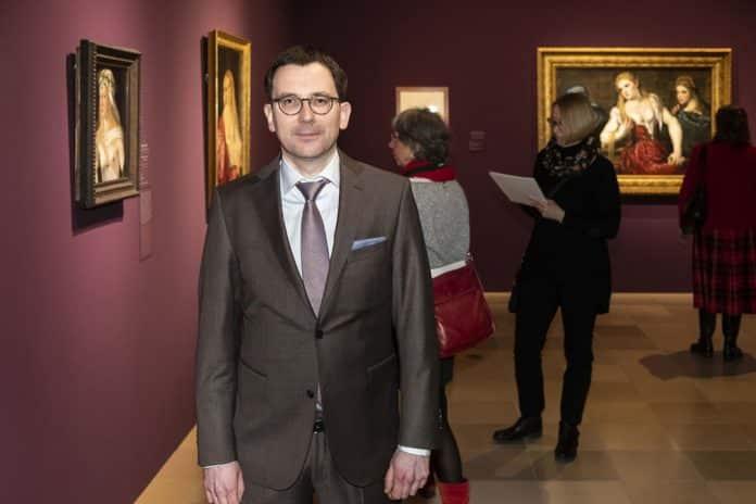 Kurator Bastian Eclercy ist hauptverantwortlich für die Auswahl der Bilder in der Tizian-Ausstellung.
