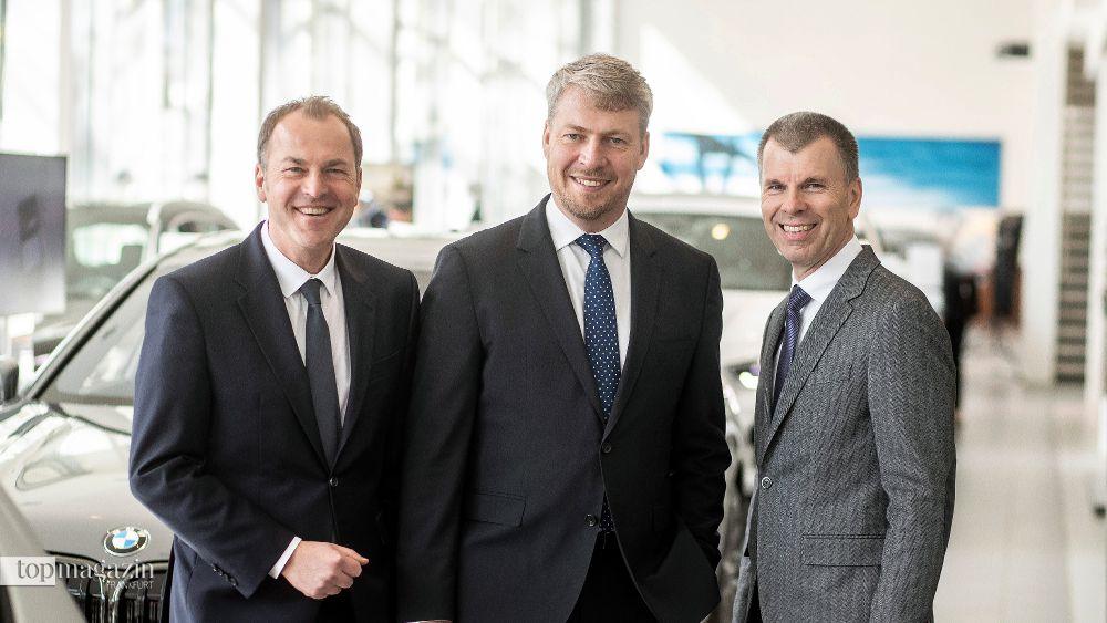 Uwe Holzer mit Nachfolger Axel Juhre und dem Leiter der BMW-Niederlassungen in Deutschland Peter Mey (Foto Patrick Liste)