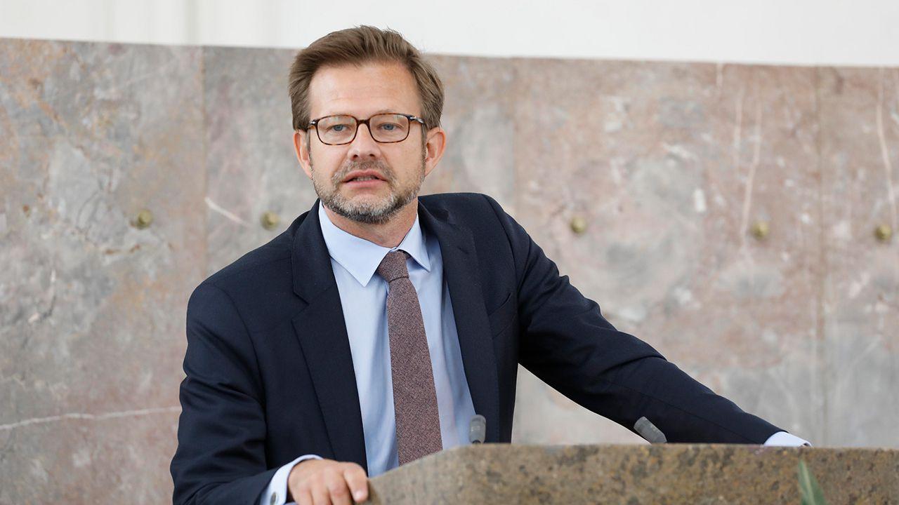 Florian Illies war der alleinige Juror und hielt die Laudatio auf Eva Menasse (Foto Reuss)
