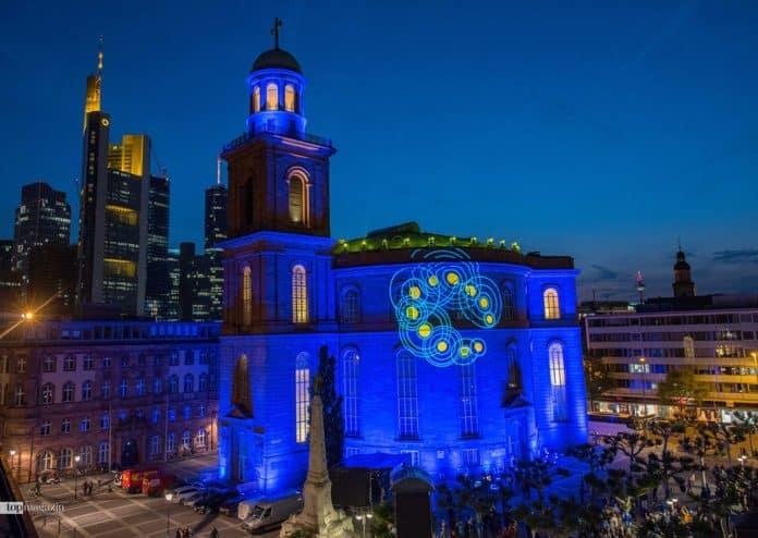 Lichtspektakel an der Paulskirche zur Europawahl - Illumination Pulse of Europe (Foto Bernd Kammerer)