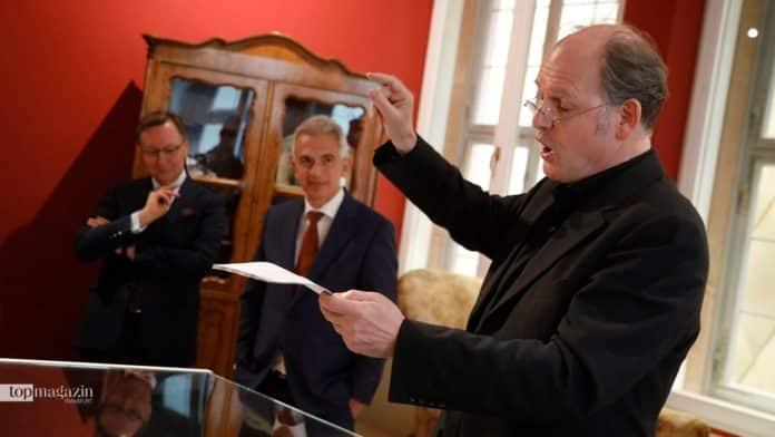 Vorstandsvorsitzender der Frankfurter Sparkasse Robert Restani, Oberbürgermeister Peter Feldmann und Schauspieler Michael Quast bei der Eröffnung des Stoltze-Museums. (Foto Reuss)