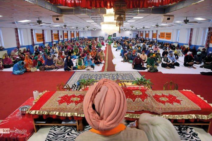 Allgemeines Sonntagsgebet im Gurdwara Sikh Center in Frankfurt