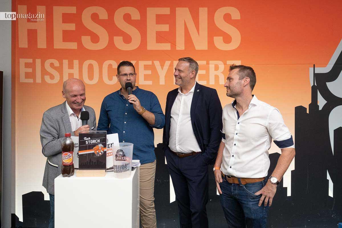 Stadionsprecher Rüdiger Storch mit Caterer Bernd Kaffenberger (Rewe Bad Vilbel), Andreas Stracke (Geschäftsführer Löwen), Timo Schwab (Geschäftsführer Dekostudio Schwab)