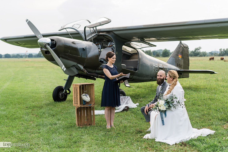 Wer davon träumt, gänzlich ortsungebunden zu heiraten, für den ist eine freie Trauung genau das Richtige.