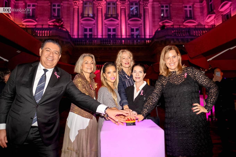 Hoteldirektor Spiridon Sarantopoulos, Carla von Bergmann, Sylvie Meis, Christina Kempkes, Gudrun Landgrebe und Nicole Staudinger beim Start des Pink Ribbon Monats