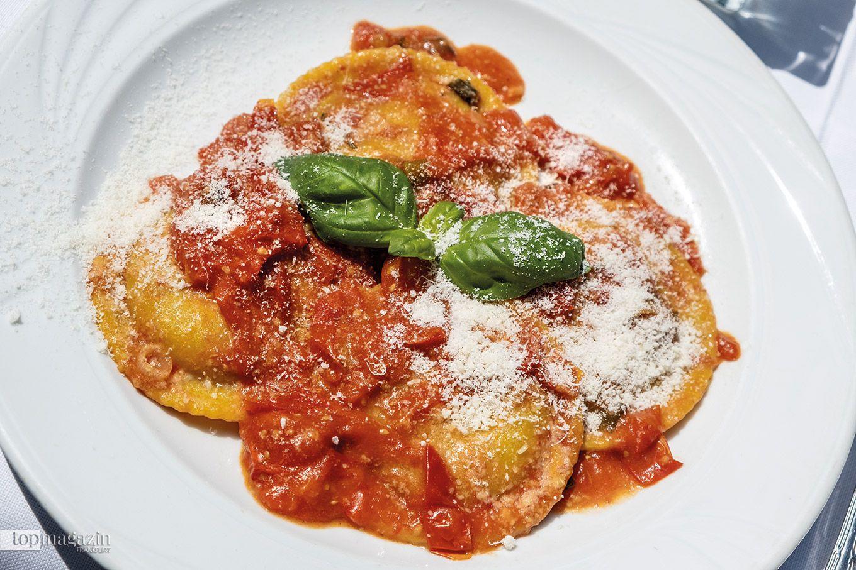 Tortelloni mit Ricotta und Tomatensauce im Settimo Cielo