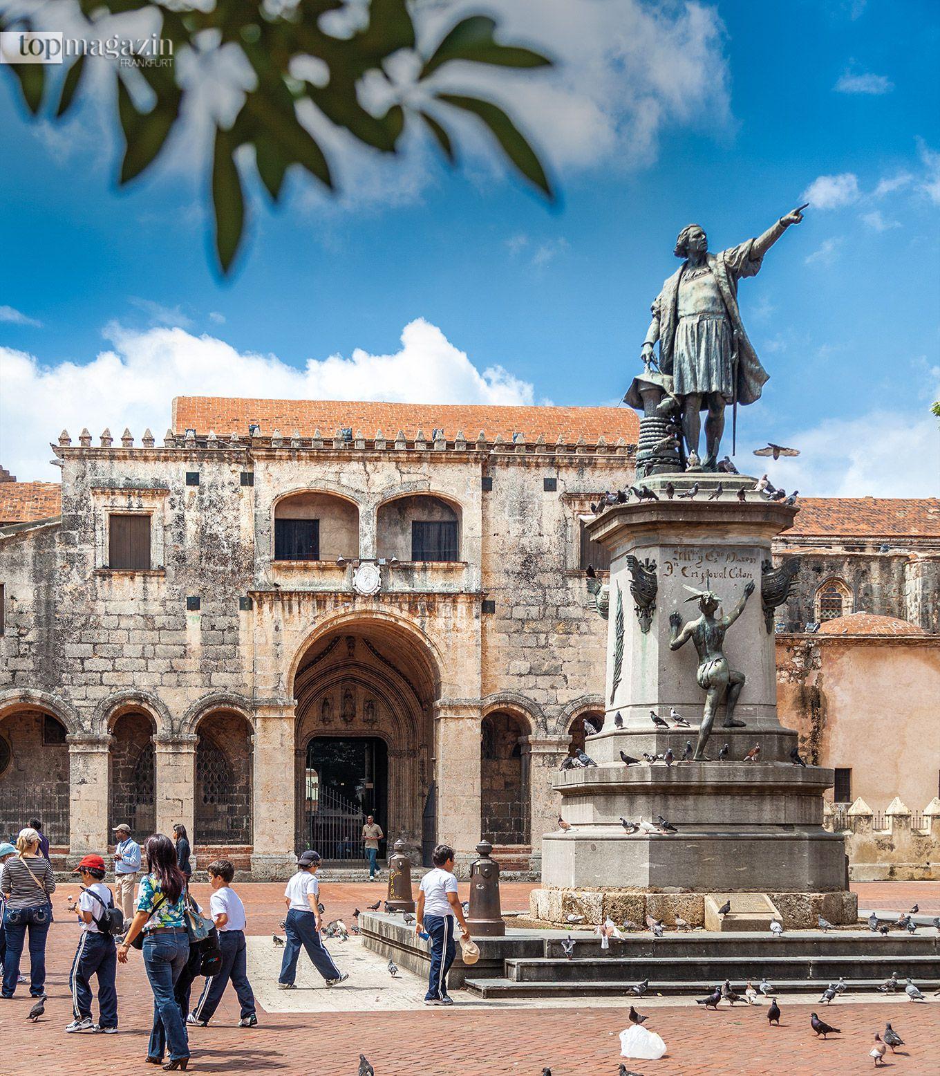 Die Statue von Cristóbal Colón (Kolumbus) auf dem Plaza Colón vor der ältesten Kathedrale Amerikas