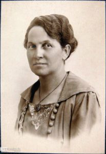 Die Frankfurter Sozialdemokratin Johanna Tesch setzte sich seit 1902 in der Partei für bessere Bildungschancen für proletarische Frauen ein.
