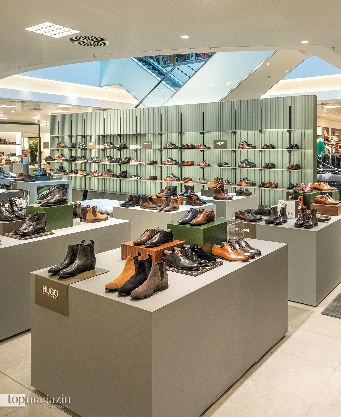 Die Schuhe im Erdgeschoss sind der neuste Blickfang in dem 9.000 Quadratmeter großen Breuninger Haus