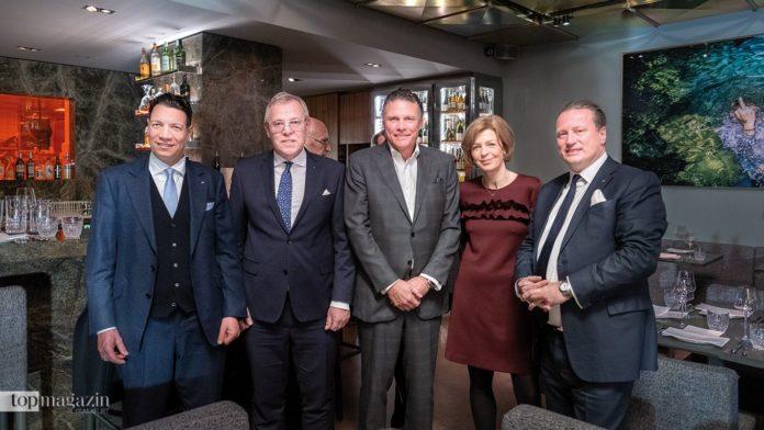 Die von Poll-Geschäftsführer Sassan Hilgendorf, Dr. Jörg Hahn und Daniel Ritter (rechts) mit Prof. Holger Hagge und Kommunikationsexpertin Anette von Zitzewitz