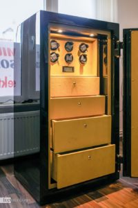 Mit integrierten Uhrendrehern eigenen sich die TS Premium Tresore auch für die richtige Aufbewahrung edler Zeitmesser