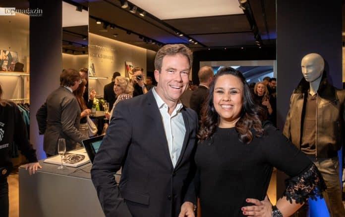 Porsche Design CEO Dr. Jan Becker und Store Managerin Kris Resnizek