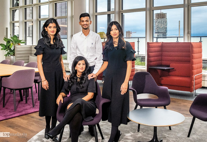 """""""ecos office center""""-Geschäftsführerin Chanda Syed umgeben von Fakhrah Syed-Niazi, Muhib Syed und Hena Javed"""