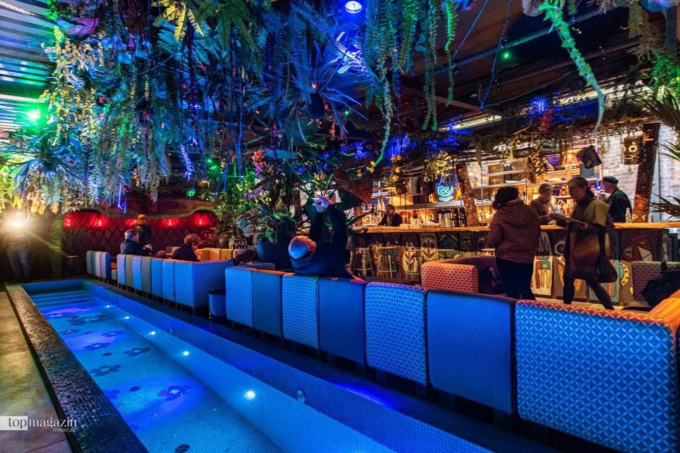Die neue Tiki-Bar im Fortuna Irgendwo ist ein Dschungel aus Blüten und Pflanzen