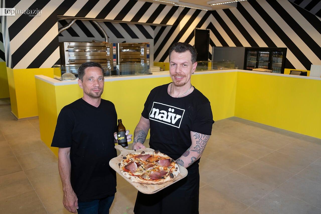 """Die Pizzabäcker Sozzo Luigi und Ricco Kreusch vom Naiv kreieren so bunte und schmackhafte Leckereien wie die Pizza """"Speck Picaron & Funghi"""""""