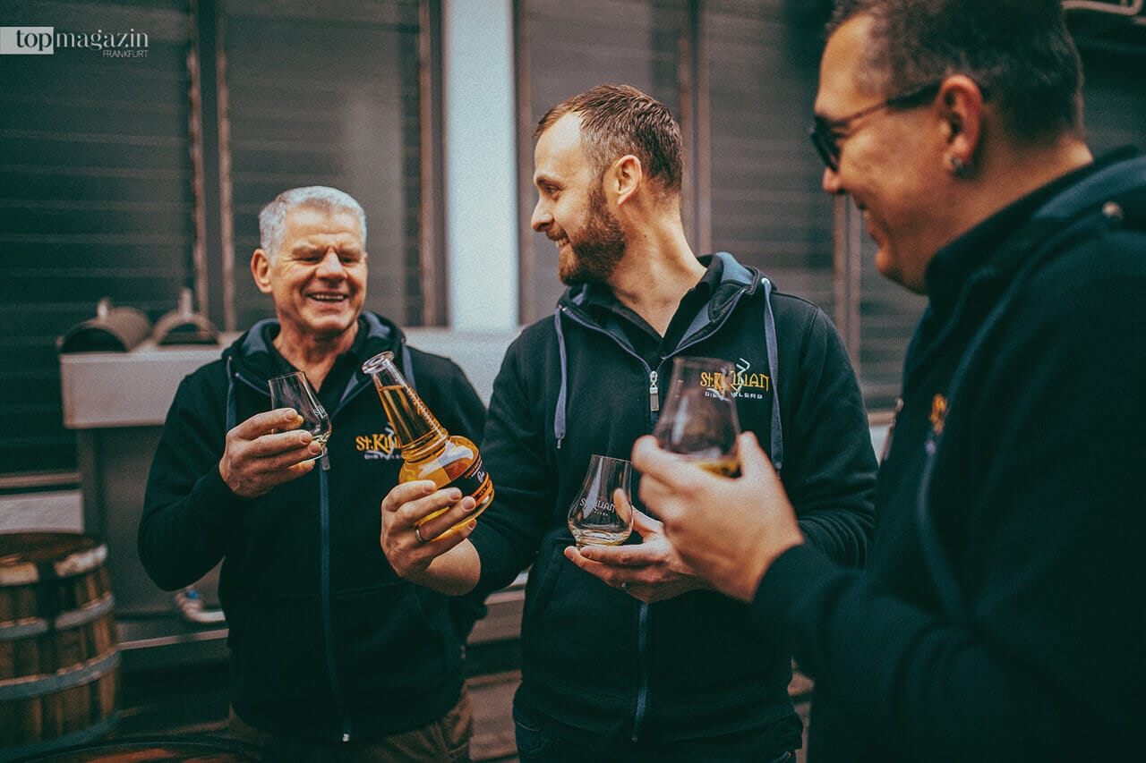 Master Distiller Mario Rudolf und Team verkosten Signature One